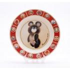 Сувенирная керамическая белая тарелка - Олимпийский мишка2 19,5см