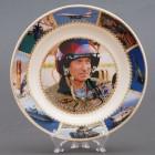 Сувенирная керамическая белая тарелка - Путин в шлеме - Мы обладаем всеми видами оружия... 19,5см